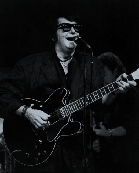 Roy Singing